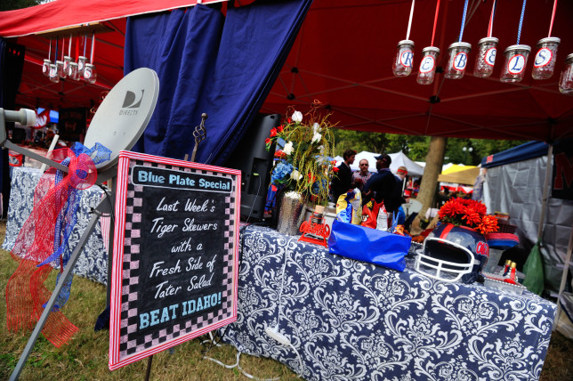 Homecoming Tailgating. Photo by Kevin Bain/Ole Miss Communications
