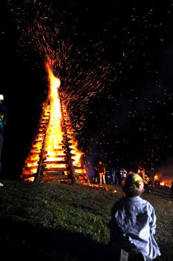 bonfires-on-the-levee